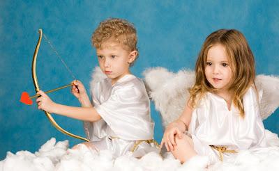 Cupidos listos para celebrar el Día de San Valentín