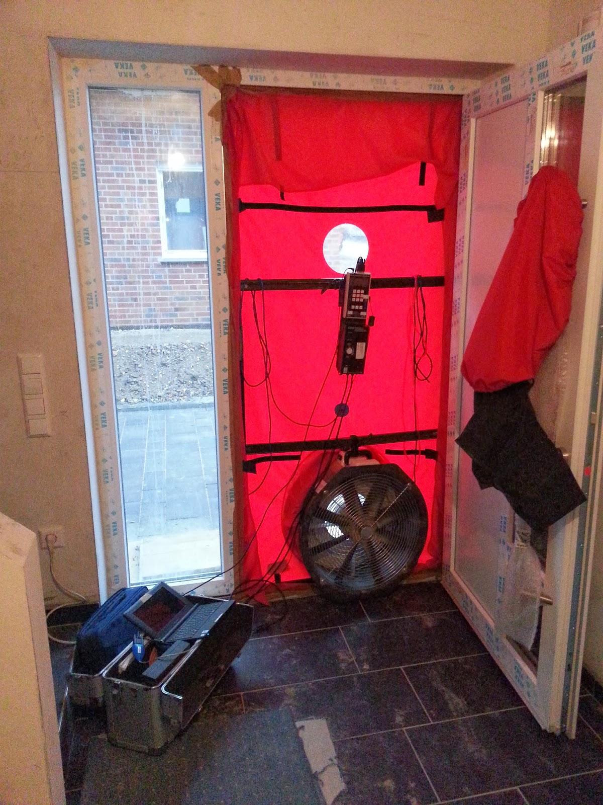 ralf natalie 39 s baublog n50 1 3 1 h oder das haus ist dicht. Black Bedroom Furniture Sets. Home Design Ideas
