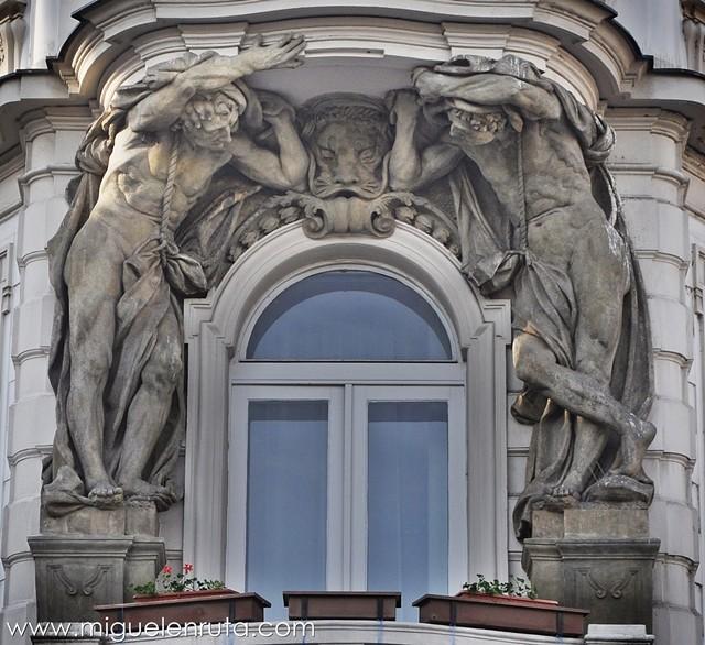 Esculturas-Edificios-Praga-3