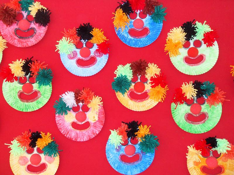 Máscaras com pratos de papel  SDC17057