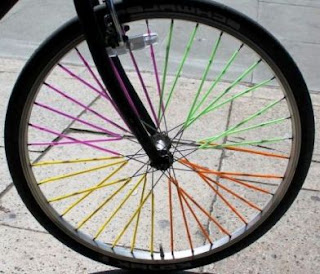 Yuk Menghias Roda Sepeda dengan Sedotan Warna Warni