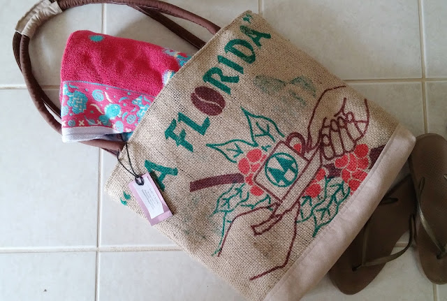 La Florida burlap bag - Lina and Vi - linaandvi.blogspot.com - top