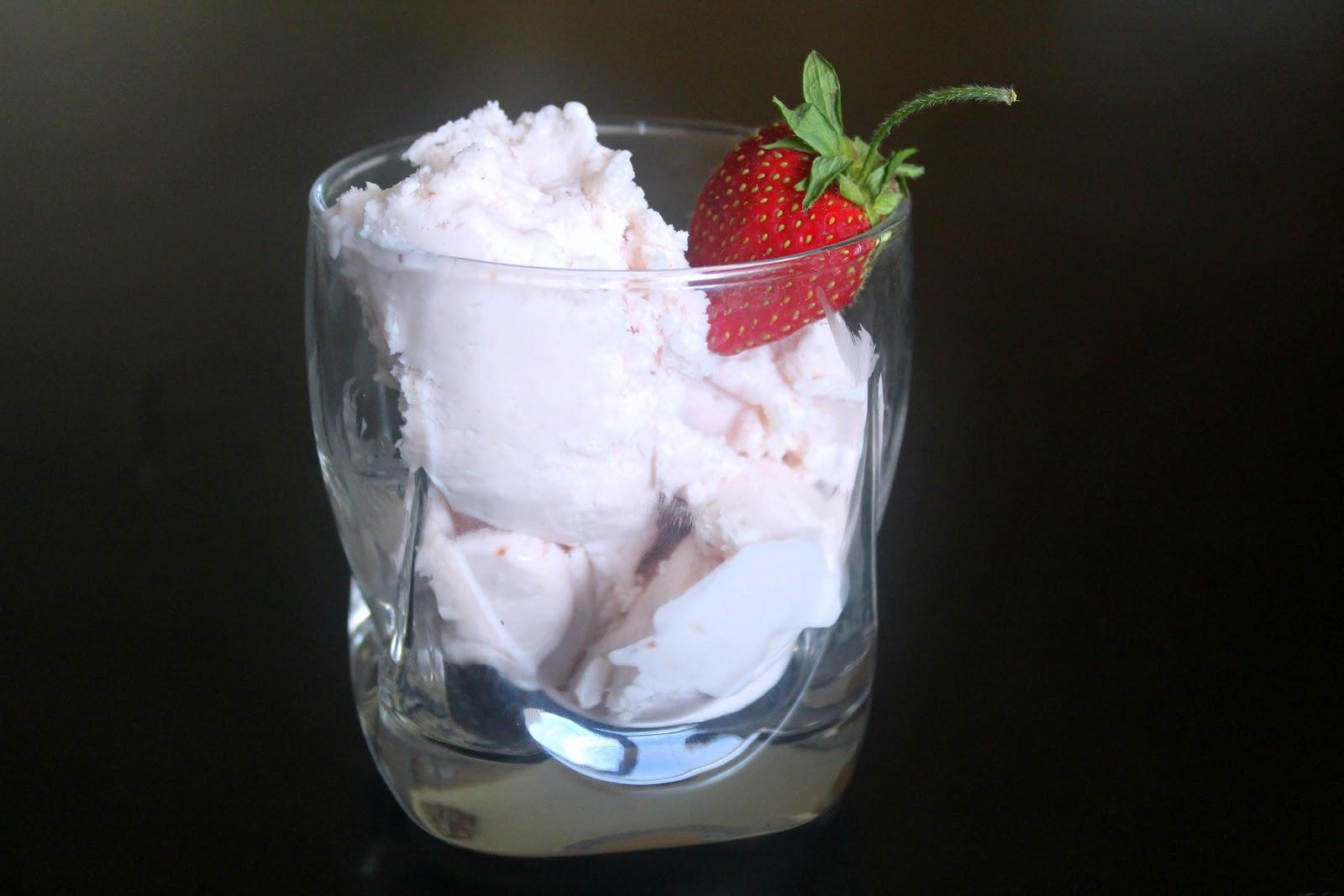 The Cupcake Avenger: Jeni's Roasted Strawberry Buttermilk Ice Cream