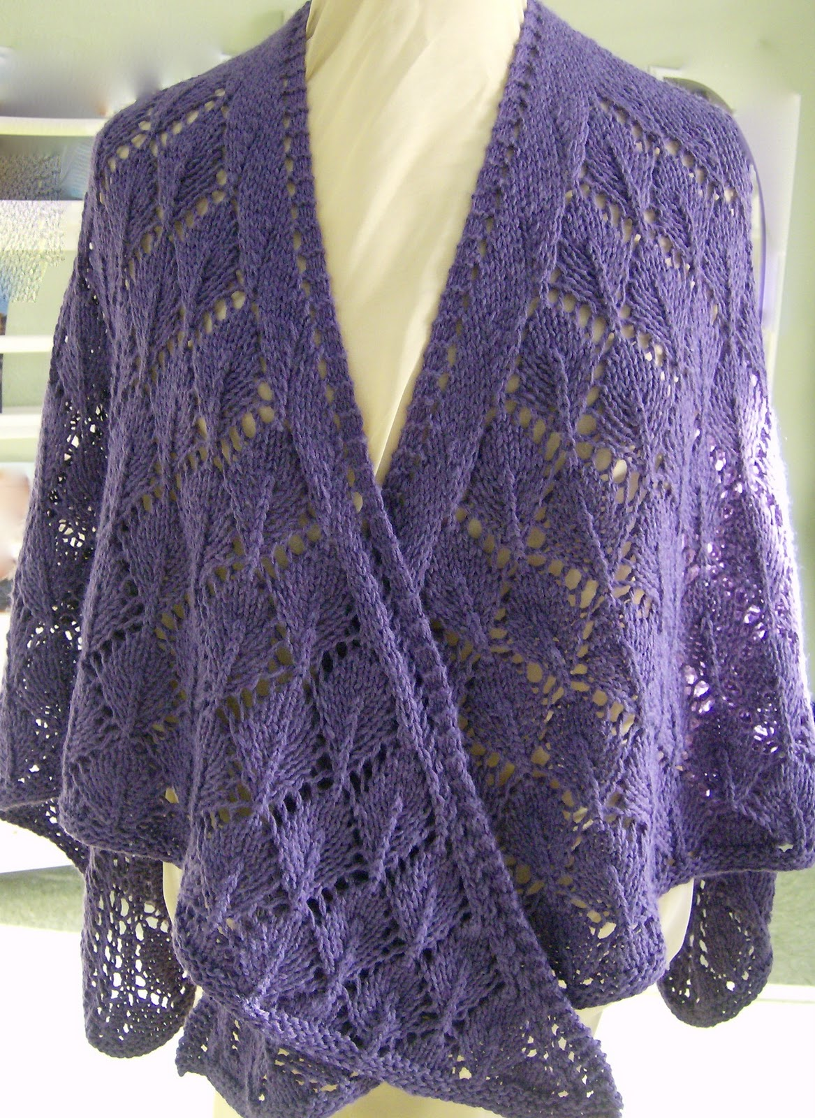 Free Knitting Pattern For Triangular Shawl : SunFunLiving Knits: Oak Leaves Shawl Pattern (FREE)