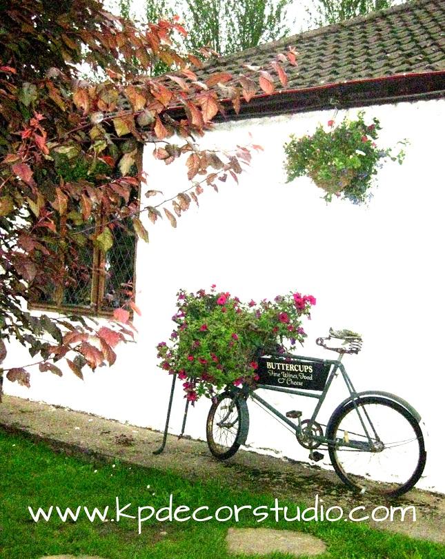Kp decor studio decorando el jardin con bicicletas for Jardines vintage