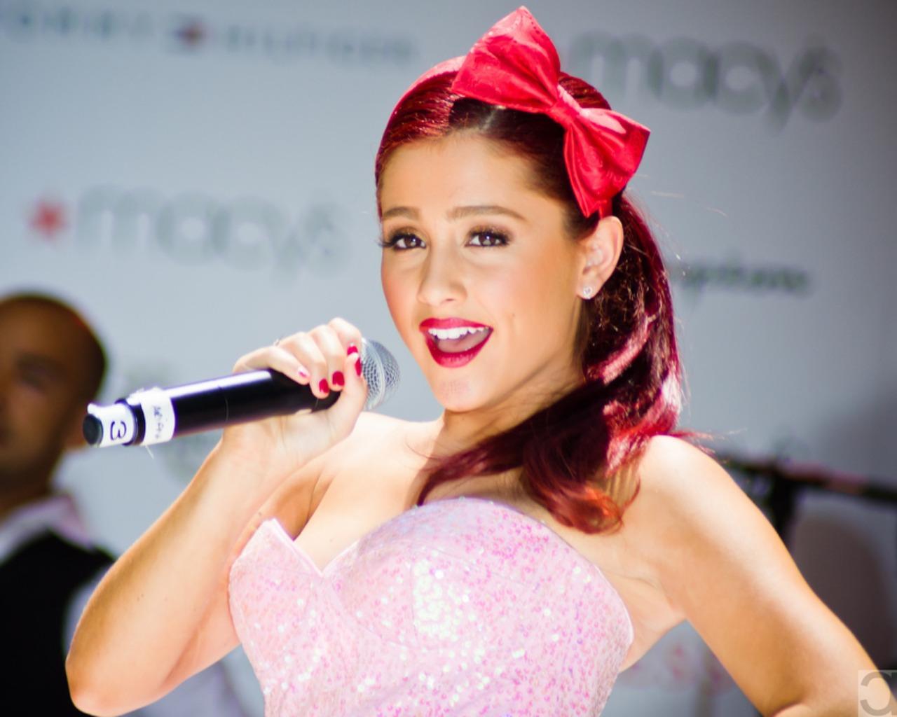 Miley Cyrus Hacks Ariana Grande's Facebook Account ~ King ... Ariana Grande Put Your Hearts Up Hair