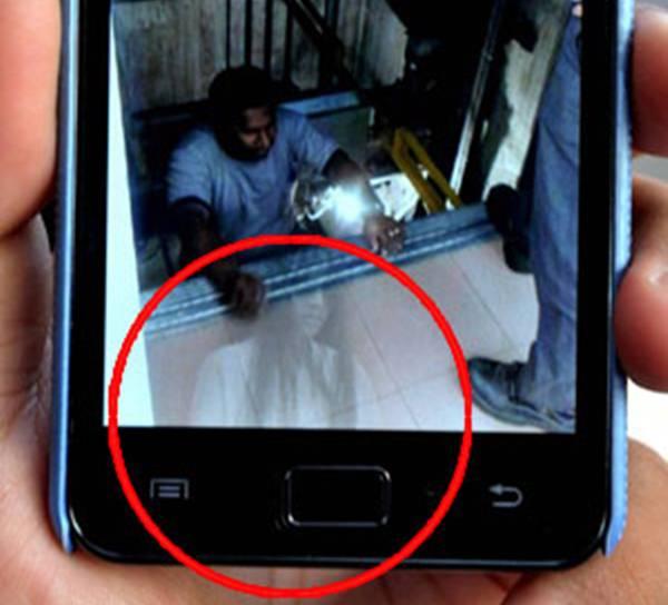 Jururawat Rakam Imej Hantu Di Hospital