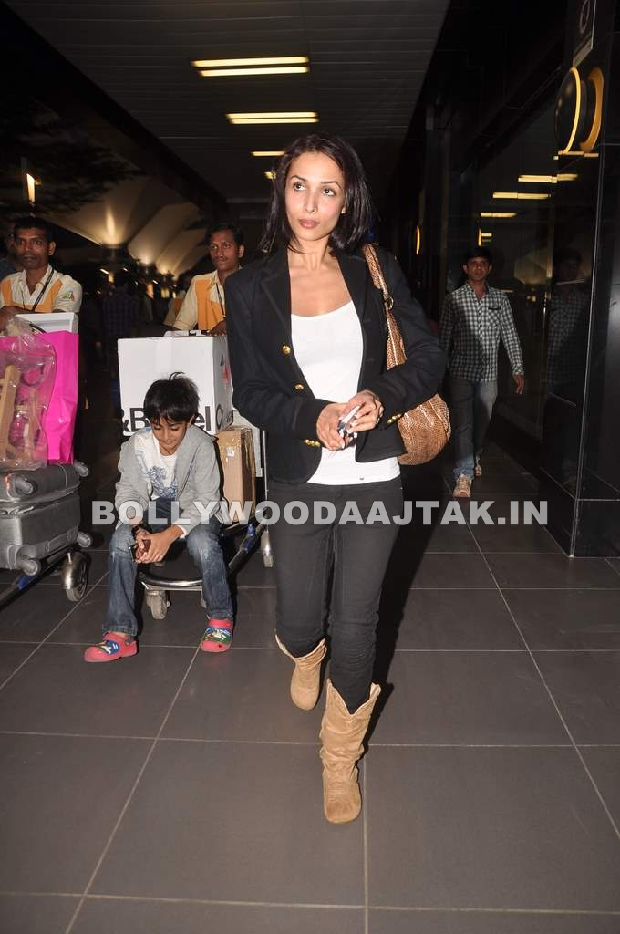 Malaika Arora son Pic1 - Malaika, Arbaaz and Arhaan Khan Pics at Airport