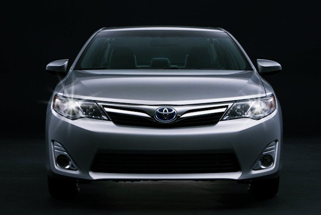 2012 Toyota Camry XLE Hybrid Review Features