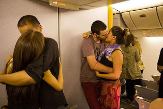 Budget airline Scoot hosts kissing competition for Valentine's Day 2013