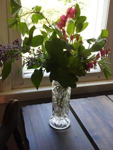 Keväinen kukkakimppu