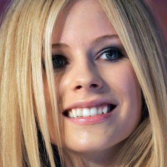 Avril Lavigne fangs