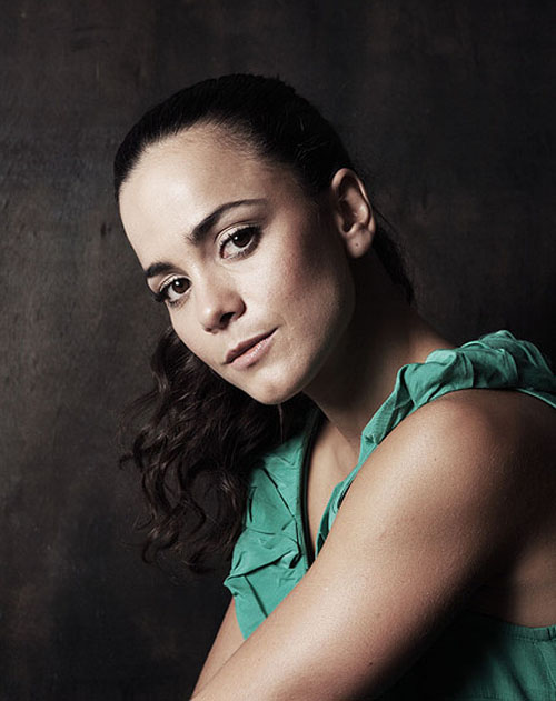 Alice Braga Hairstyle 33