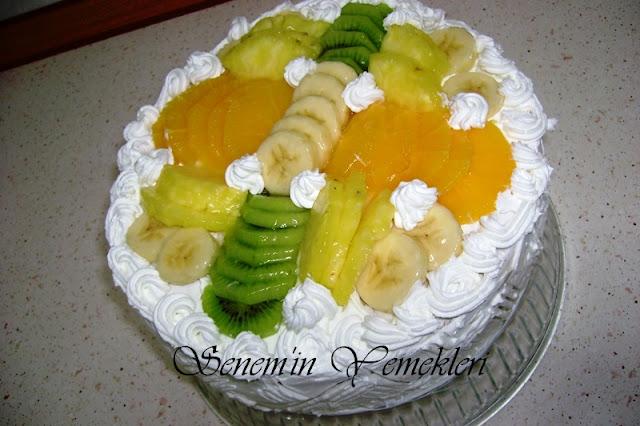 Meyveli beyaz çikolatalı pasta