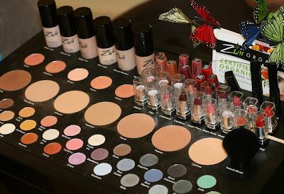 Lisäksi Hiusgalleria myy Dr. Hauschkan meikkejä ja Melvitan tuotteita. 6477205eb0