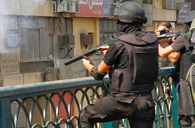 صور تُنشر لأول مرة لأحداث ميدان الجيزة ونفق الهرم أثناء مذبحة الفض 1469842_10202609927829836_993209535_n