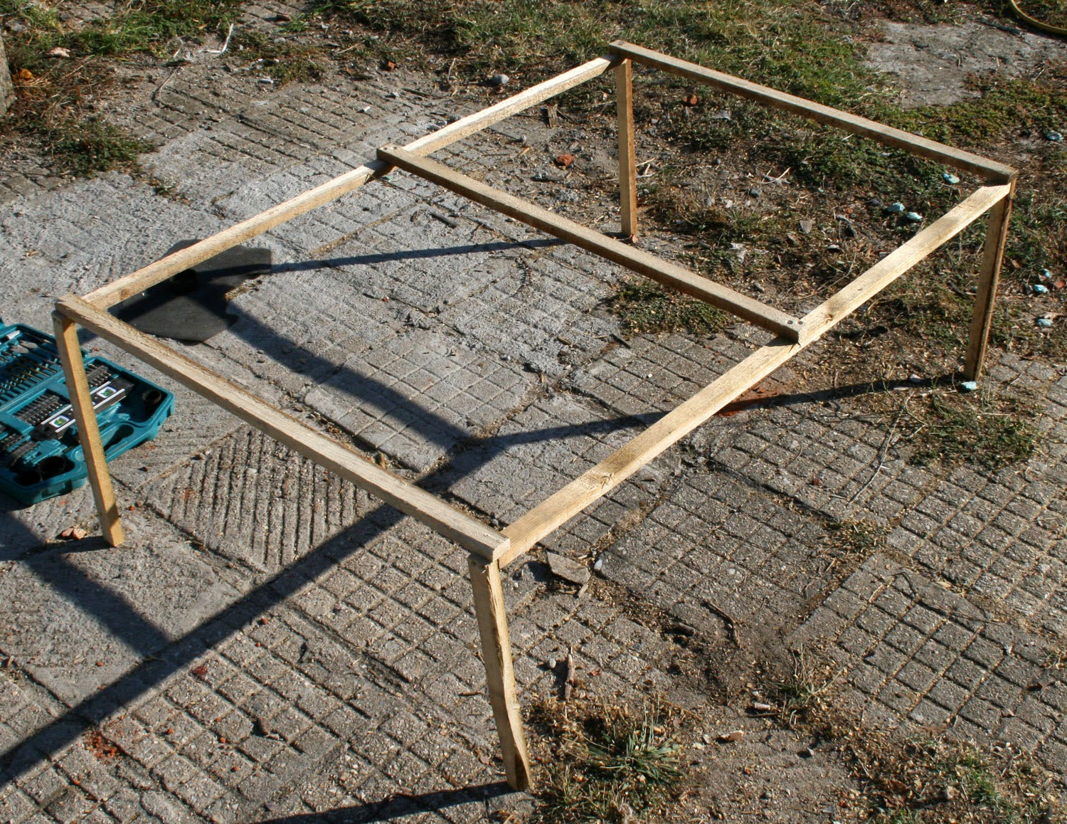 Frame for the bird netting