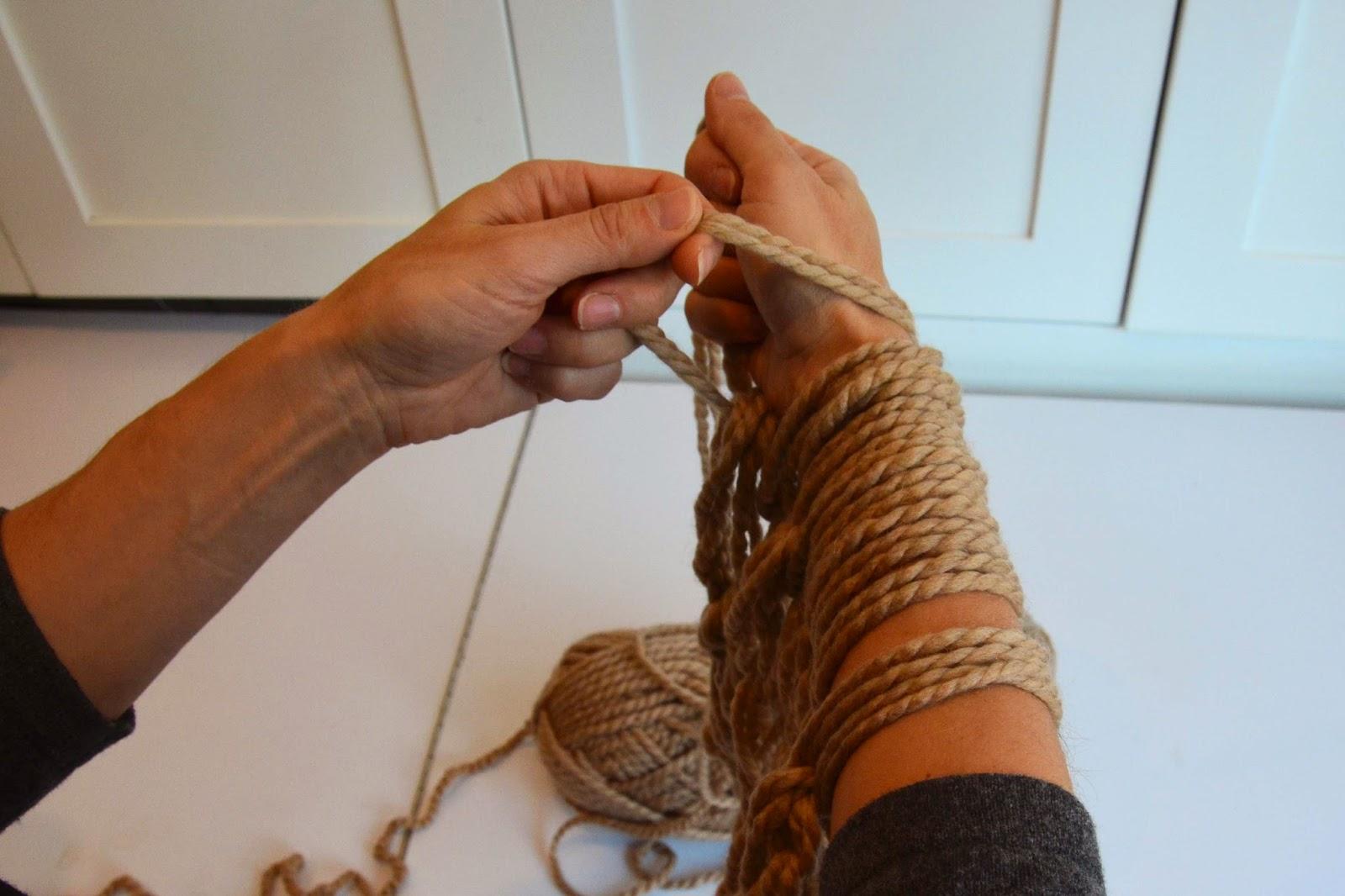 Arm Knitting Left Handed : Aesthetic nest knitting arm knit infinity cowl tutorial