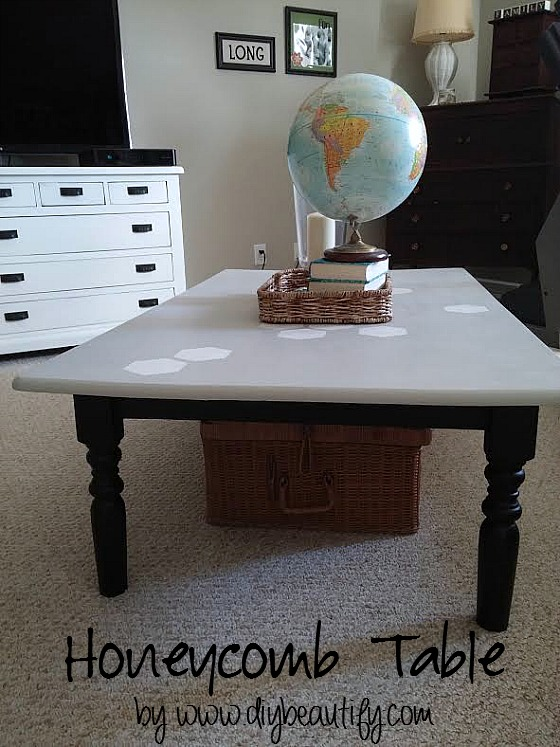 Table makeover with honeycomb pattern www.diybeautify.com