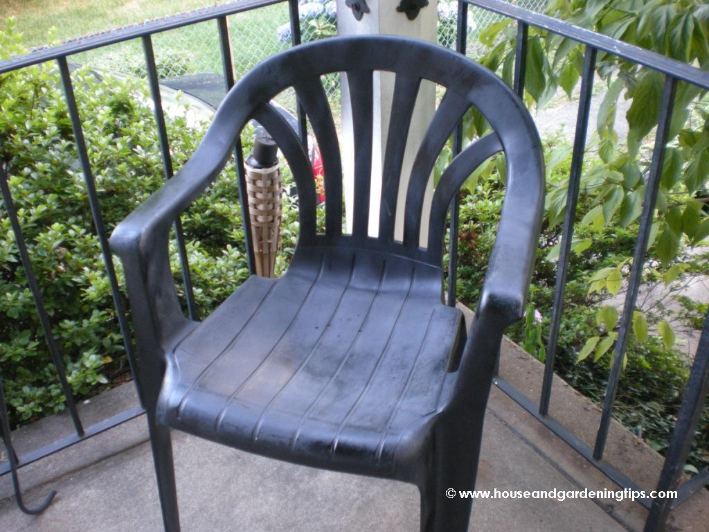 How to repaint plastic lawn chairs and furniture plastic outdoor - A Reclaimed Plastic Patio Chair That Was Old And Dingy My Son Came Home And