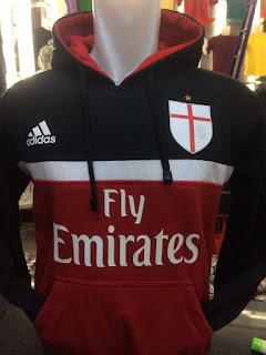 gambar desain terbaru jaket hoodie foto photo kamera Jaket Sweater Ac Milan warna hitam kombinasi warna merah di enkosa sport toko online terpercaya lokasi di jakarta pasar tanah abang