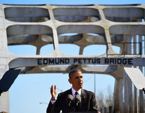 """O racismo """"ainda lança sua longa sombra sobre nós, ele segue entre nós"""", disse o primeiro presidente negro dos EUA, neste sábado (7)."""