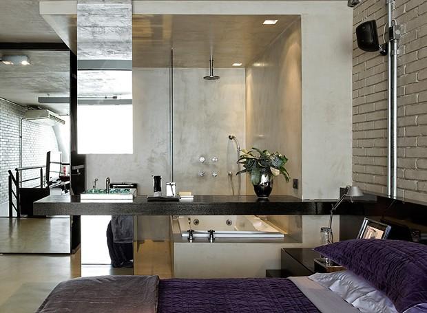 blog de decoração  Arquitrecos Banheiro aberto para o quarto  Efeito Loft -> Banheiro Pequeno De Vidro Dentro Do Quarto