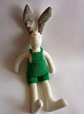Кролик в комбинезоне