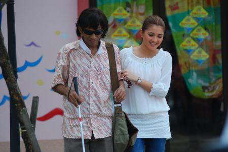 Gambar Saiful Apek dan Fazura dalam Bujang Terlajak Belum Terlanjur
