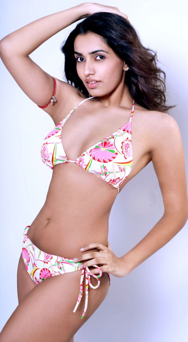 Bollywood Actress in Bikini Pics & Hot Wallpapers ...