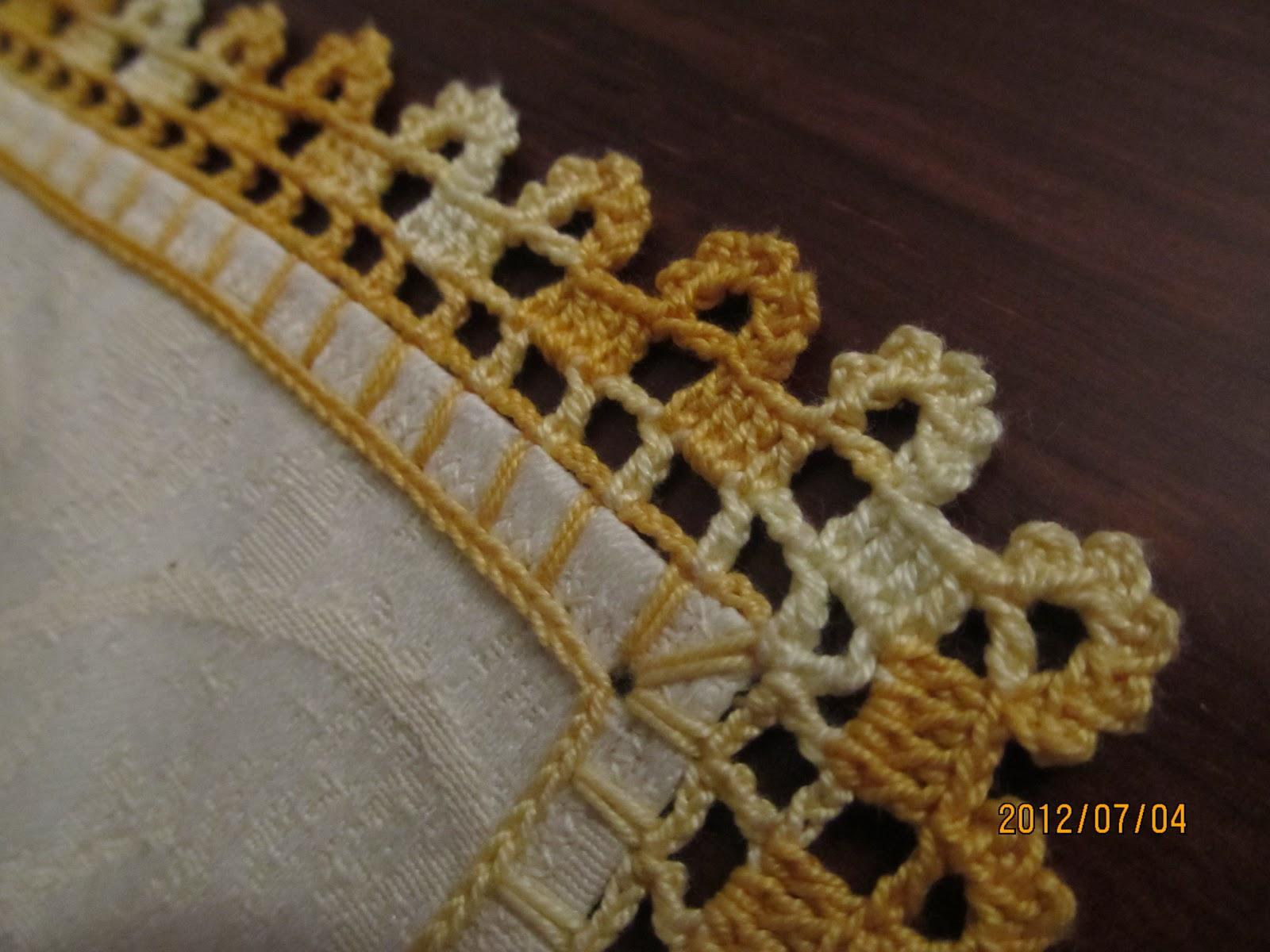 Além de gracioso esse bico de crochet é facilimo de fazer.