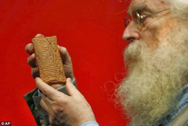 D'après une ancienne tablette d'agrile, l'arche de Noé aurait été de forme ronde D'apr%C3%A8s+une+ancienne+tablette+babylonienne,+l'arche+m%C3%A9sopotamienne+%C3%A9tait+un+coracle...