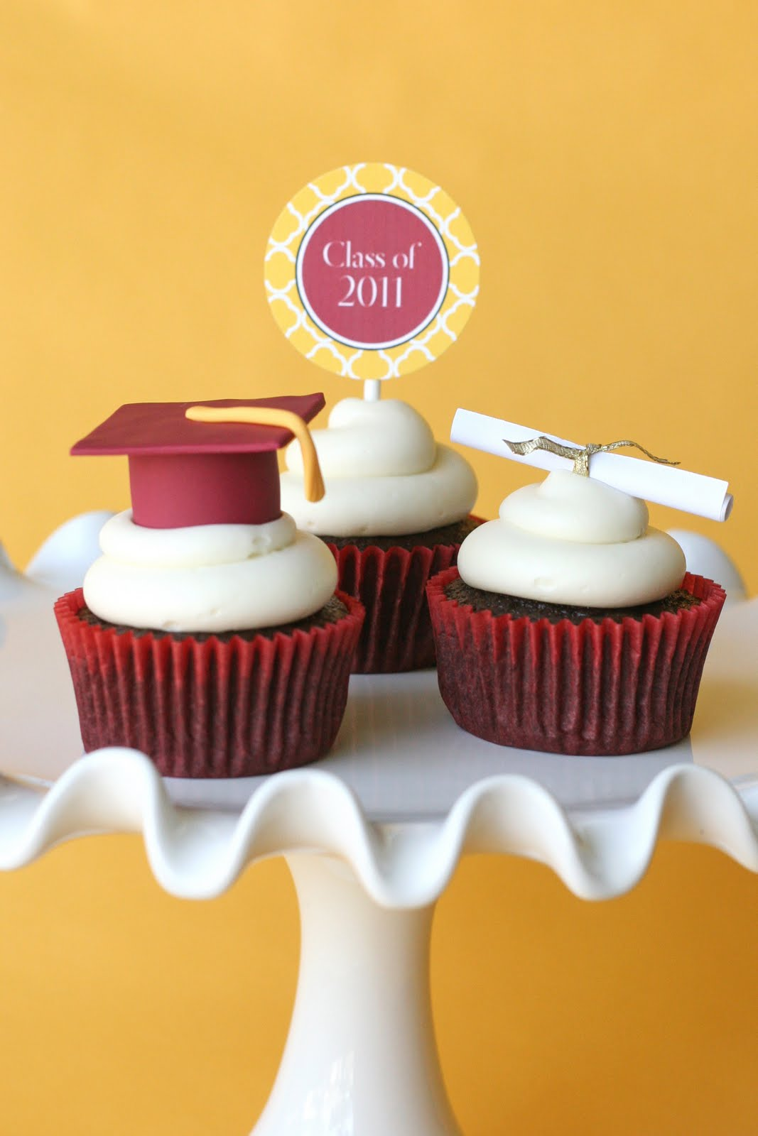 Graduation Cupcakes {and How To Make Fondant Graduation ...