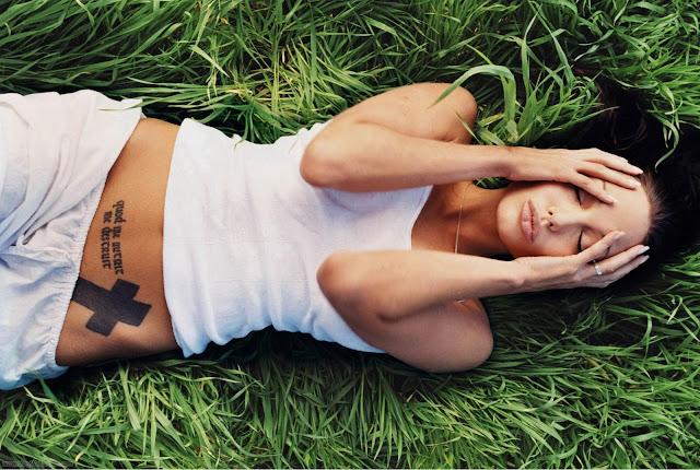 Angelina Jolie Wowing Wallpaper