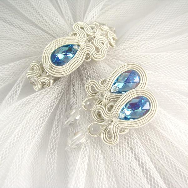 Kolczyki i bransoletka ślubna sutasz z niebieskimi kryształami.