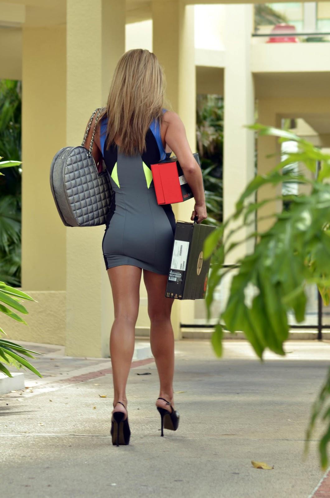 http://3.bp.blogspot.com/-PPhmT2phMOo/Ty0_Wz35drI/AAAAAAAAHmE/aBZmTnDPytI/s1600/jennifer+nicole+lee+dresses+hot+sexy+coolaristo+12.jpg