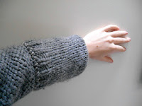 http://soleneknits.blogspot.fr/2015/12/fixing-day-how-to-shorten-sleeves.html