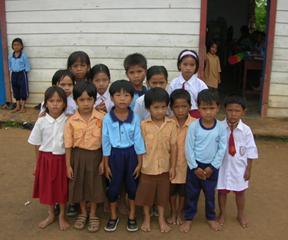 Kebijakan pendidikan gratis sembilan tahun belum merata