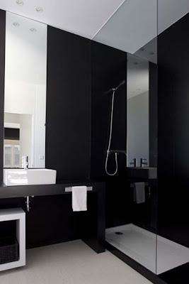 baño negro y blanco moderno