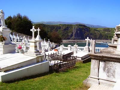 Cementerio marinero de Luarca, con vistas al mar