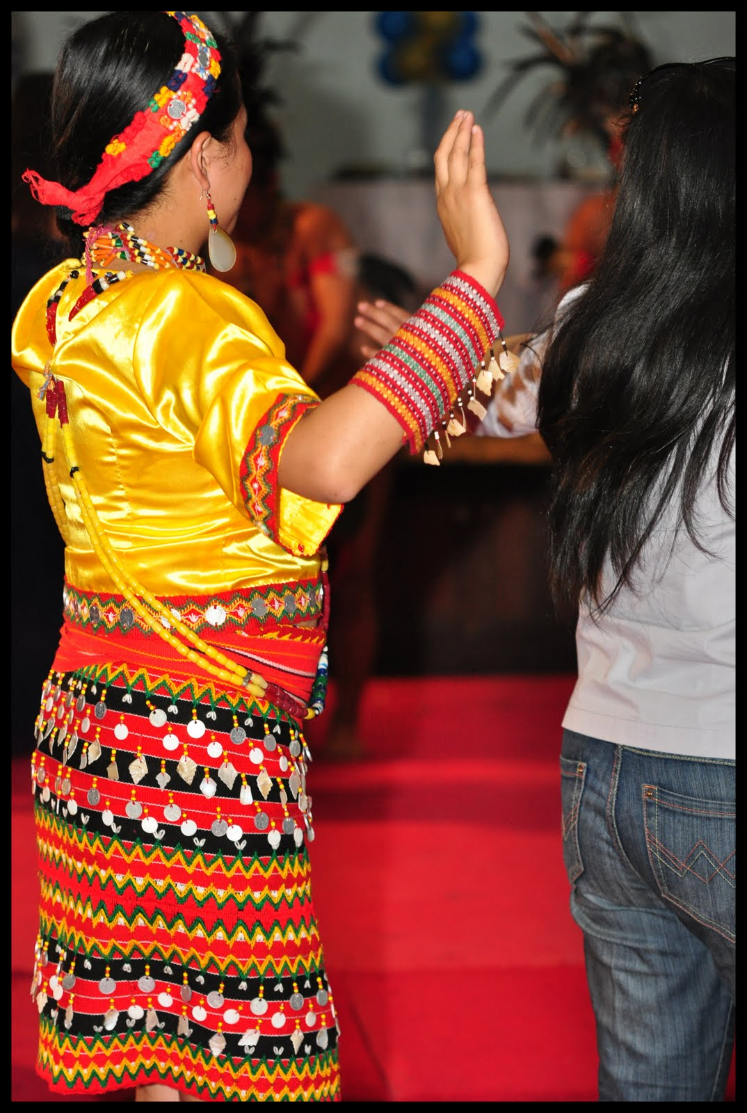 Filipino Native Costumes http://theclamorofkalinga.blogspot.com/2012/01/kalinga-native-dance-costume-filipino.html