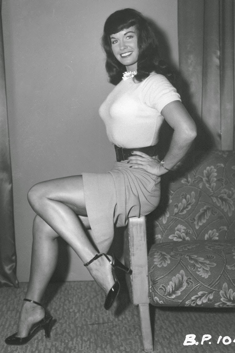 Bettie Page vestida