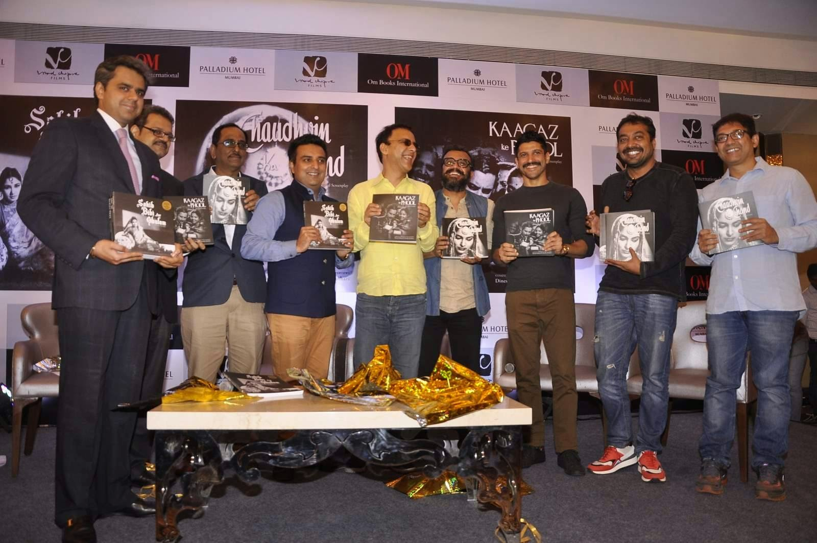 Farhan Akhtar & Vidhu Vinod Chopra at Guru Dutt's screenplay's book launch