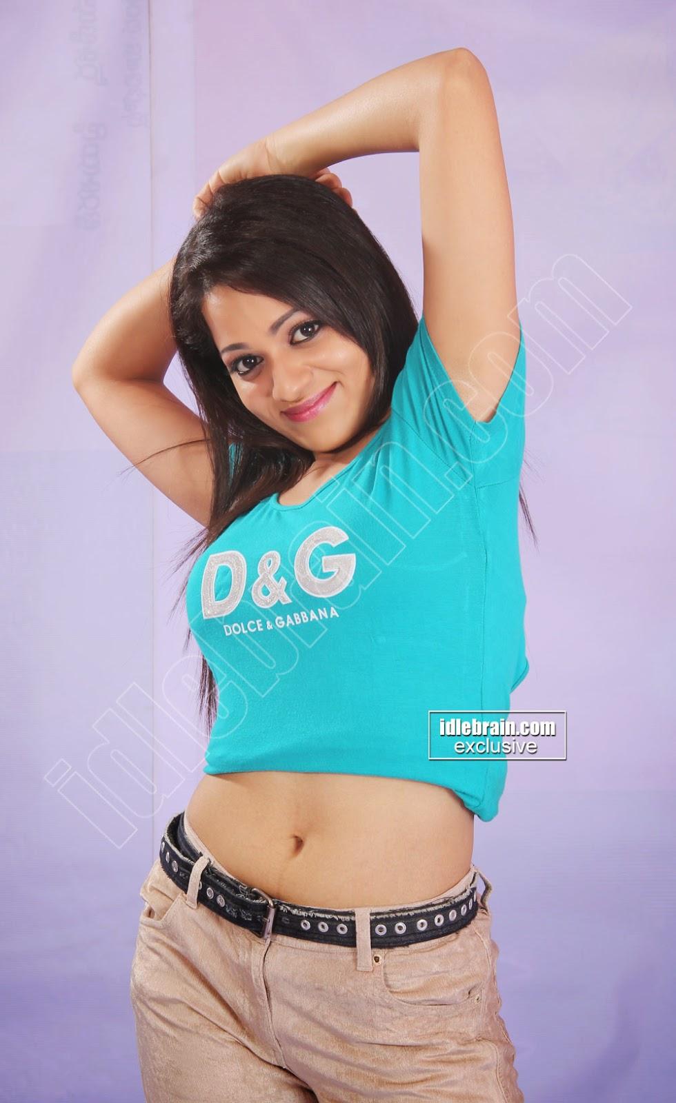 Reshma  navel