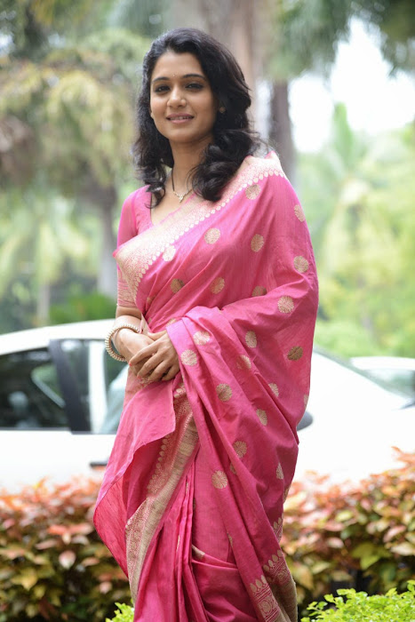 urmila gorgeous looking shoot in pink saree cute stills