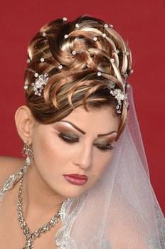 qui vous métamorphosera complètement en une belle princesse des milles et une nuit. Voici une belle galerie tendance de coiffure de mariée libanaise.