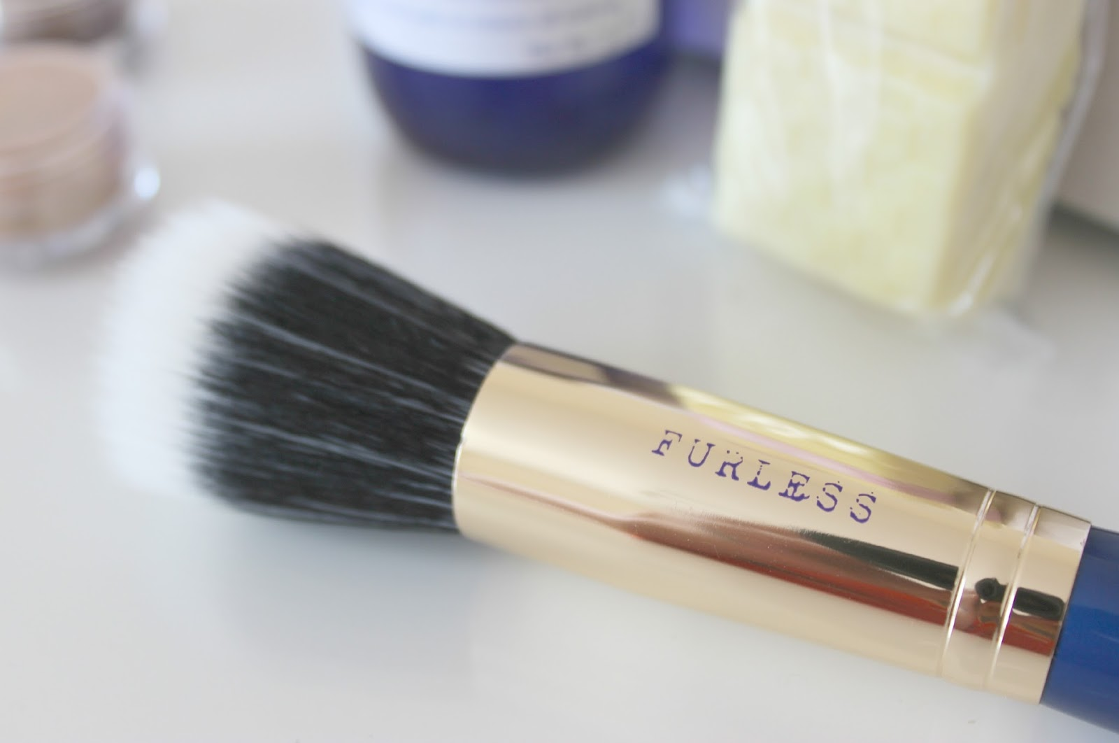 A picture of vegan friendly furless stiplling brush