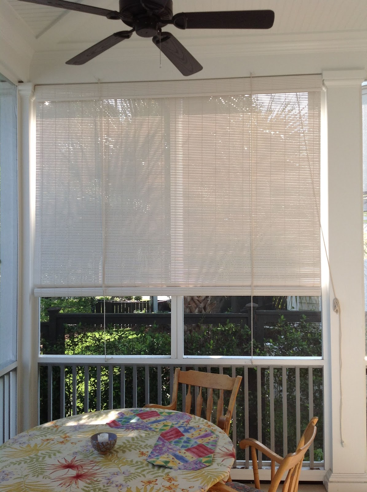 Blinds blog screened in porch shades for Screen porch window treatments