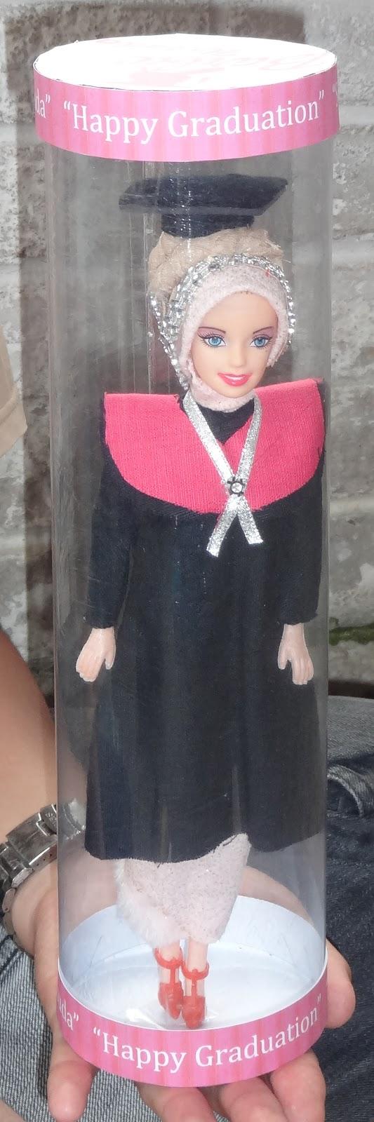Barbie Wisuda