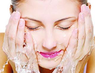 Memulai Perawatan dan Pembersihan pada wajah secara rutin untuk kulit wajah, Cara Merawat Kulit Wajah Kering dan Kusam dengan Pelembab, Cara Menjaga Kulit wajah Anda Tetap Sehat